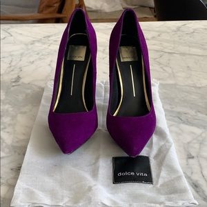 Dolce Vita purple suede platform pumps